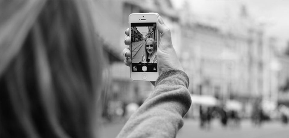 ۸ برنامهٔ برتر برای عکاسی سلفی برای آیفون و اندروید