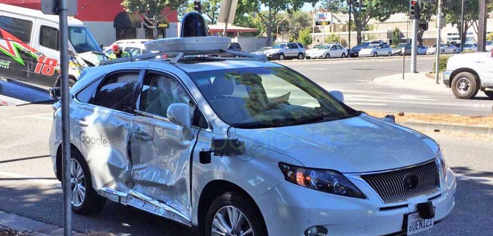 خودروی بدون سرنشین گوگل تصادف کرد! چه کسی مقصر بود؟