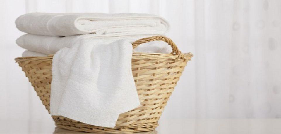 نکات و ترفندهای مؤثر برای شستن لباس های سفید در خانه