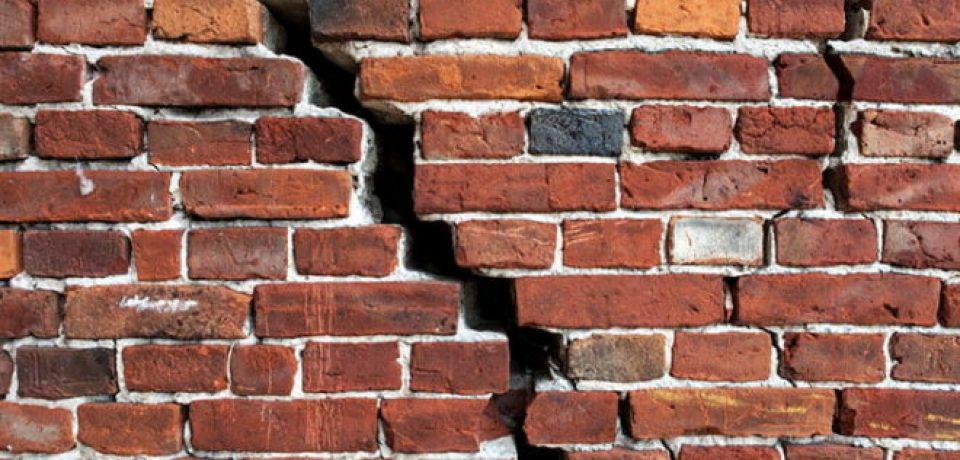 ترک در دیوارهای آجری